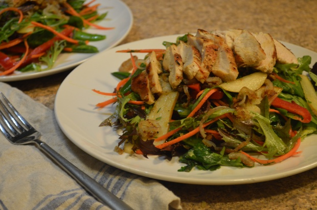 mixed green salad with pears, snap peas, seared chicken & orange vinaigrette | Brooklyn Homemaker