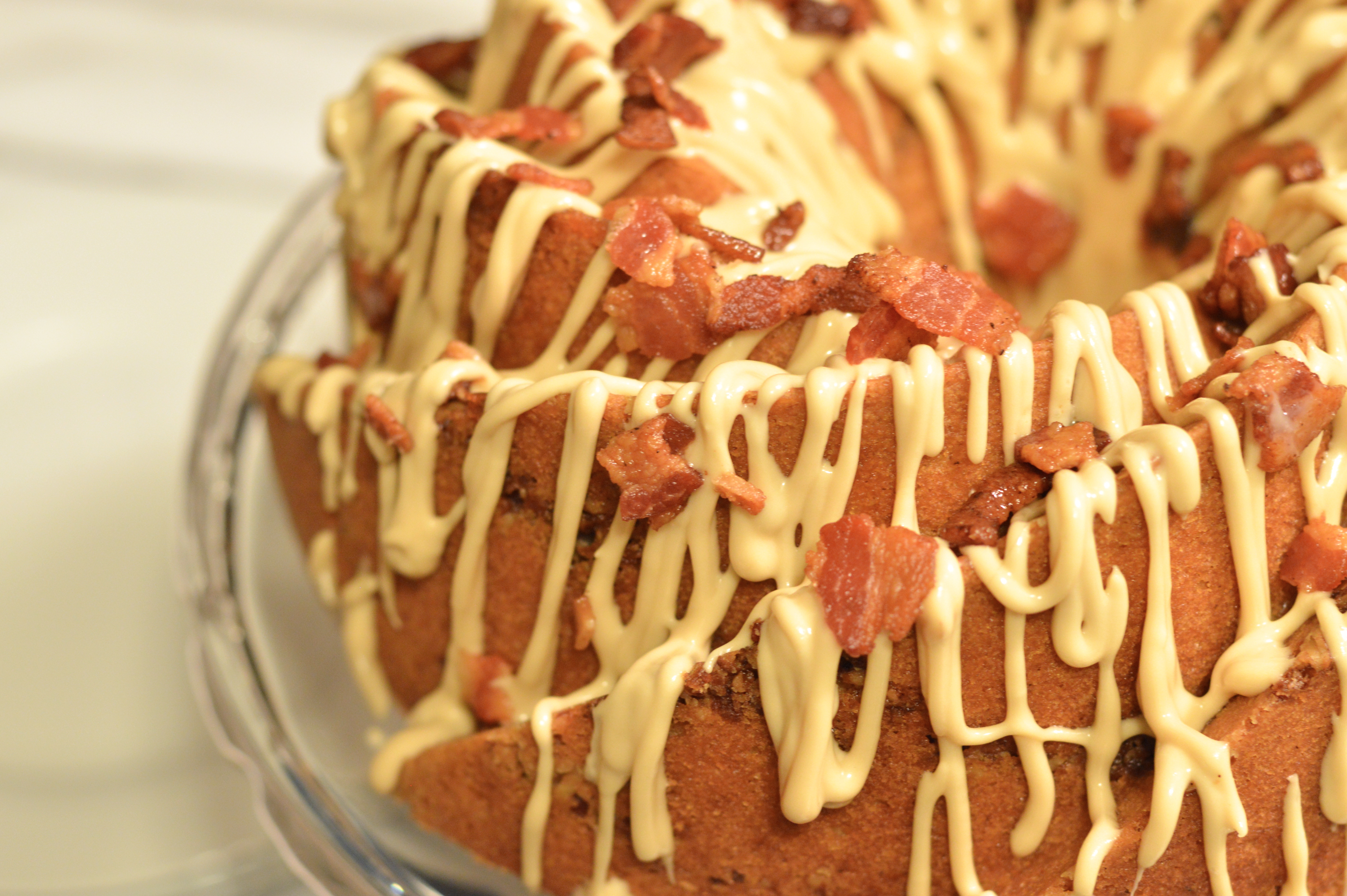 maple bacon bundt cake with bacon pecan streusel swirl #bundtbakers ...