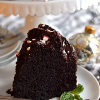 best chocolate bundt cake with peppermint dark chocolate ganache #bundtbakers