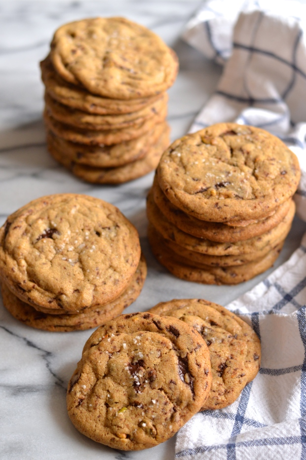 pistachio and dark chocolate chunk cookies with brown butter and fleur de sel | Brooklyn Homemaker