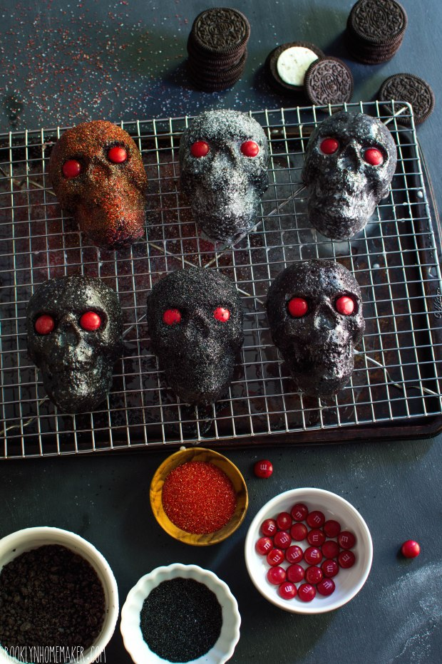 dark chocolate & oreo mini skull cakes | Brooklyn Homemaker