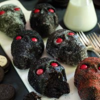 dark chocolate & oreo mini skull cakes